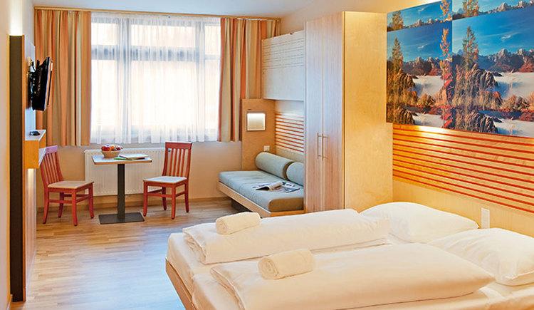 JUFA Hotel Almtal Zimmer Innenansicht. (© JUFA Hotel Almtal, Foto Heinz Hudelist)
