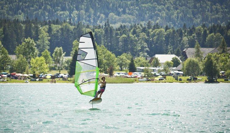 Sportcamp Raudaschl Foil Windsurfen. (© Sportcamp Raudaschl Mirja Geh)