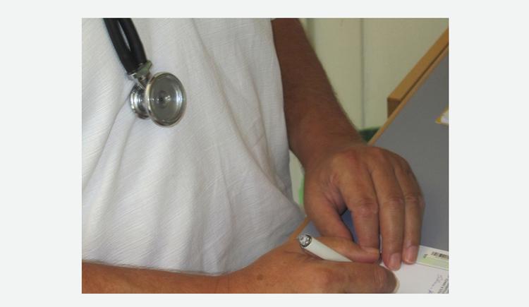 Hände, Stethoskop. (© Tourismusverband MondSeeLand)