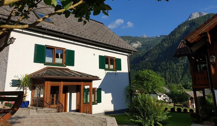 Eingangsbereich der Ferienwohnung Haus 66 in Obertraun am Fuße des Dachstein Krippensteins. (© Johann Höll)