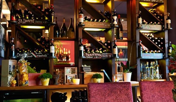 """Innenansicht \""""Basilikum\"""" die Gourmet Bar in St. Georgen im Attergau."""