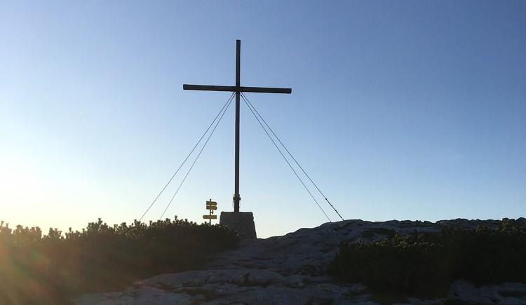 Das schlichte Holzkreuz erinnert an die Dachstein Tragödie im Jahr 1954. (© Ferienregion Dachstein Salzkammergut)