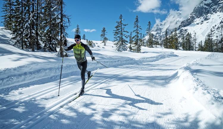 Langlaufen_Mann_Winter_Loipe_Landschaft (© TVB ©Fischer Sports GmbH)