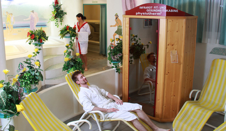 Wellnessbereich mit Infrarotkabine. (© Hotel Gasthof Gosauschmied)