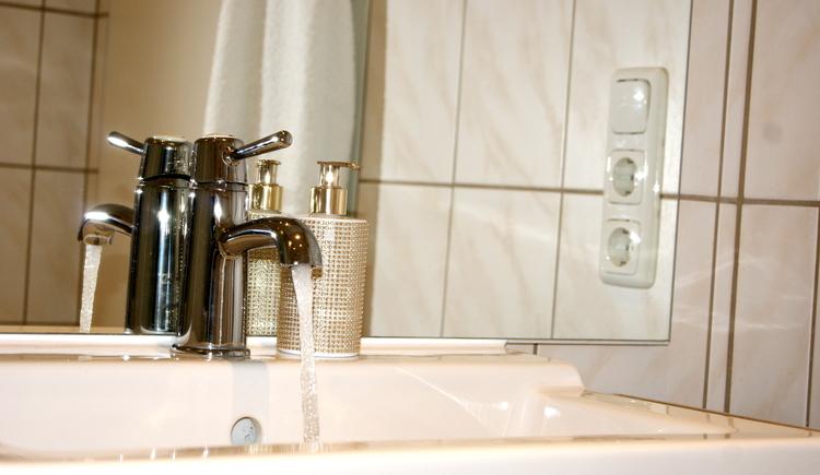 Bad mit Dusche und WC (© Chalet)