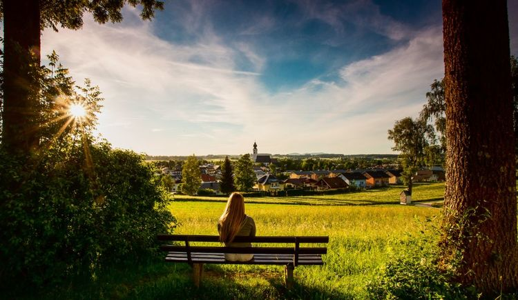 Foto zeigt Blick vom Kalvarienberg auf St. Georgen im Attergau. (© TVB Attersee-Attergau/Hermann Kieleitner)