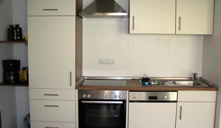 Voll ausgestattete Küche FeWo (© Privat)