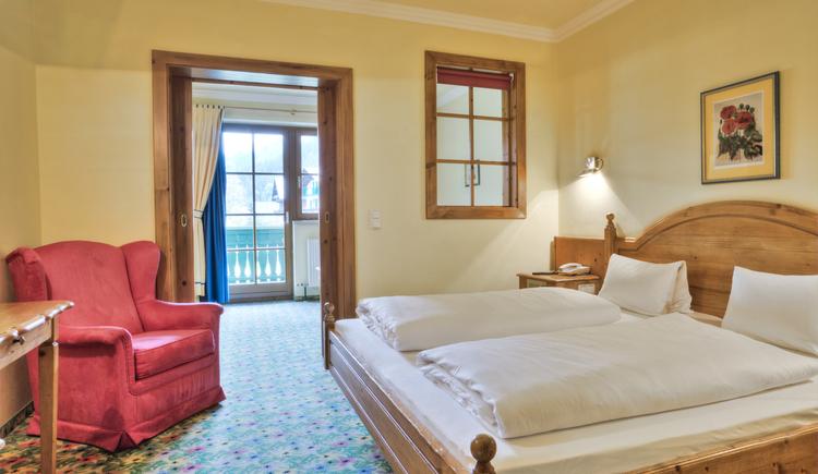 Von unseren Juniorsuiten haben Sie den perfekten Ausblick auf den Gosaukamm und obendrein noch genügend Platz für die Familie. (© Hotel Sommerhof e. U.)