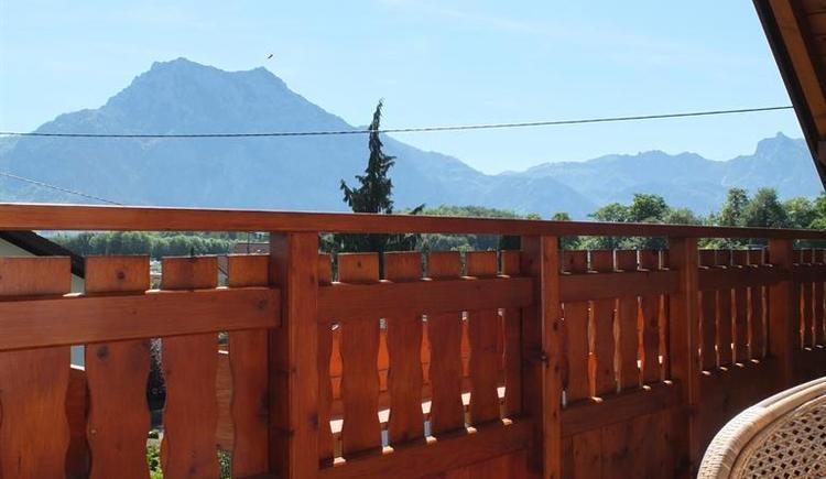 Blick vom Balkon zum Traunstein (© Ferienhaus in der Schlipfing)