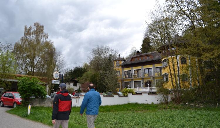 Eine kleine Pause beim Gasthaus Bogner einlegen und das 1. österreichische Waagenmuseum besuchen. (© Innviertel-Tourismus)