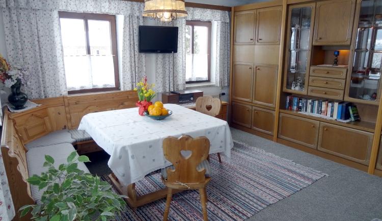 Attersee-Privatzimmer Haus Loy Fewo Wohn-Schlafraum. (© Familie Loy)