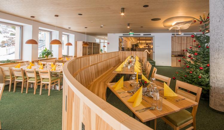 Auch das Restaurant wurde modern eingerichtet. (© Dachstein Tourismus AG)