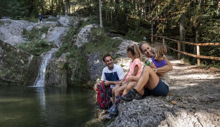 Familie beim Staubecken (© (c) Größinger)