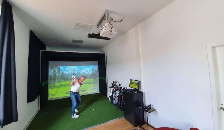 Indoor Golf 2 (© Hotel Garni Wallern / Tina Zauner)