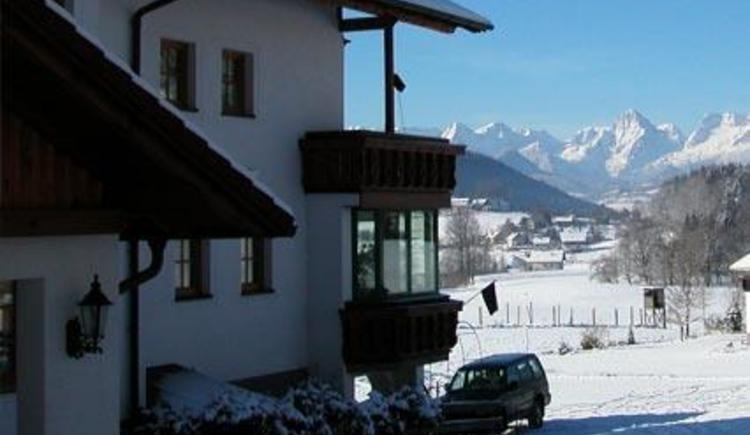 Ausblick im Winter aufs Tote Gebirge (© Pension Café Sophie)