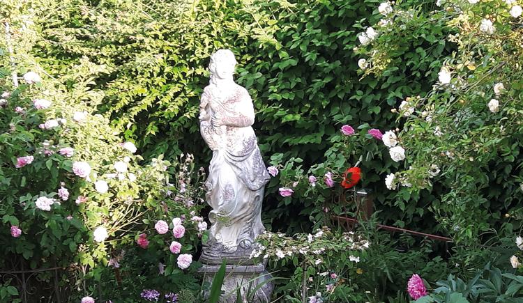 banner0001 (© http://www.garten-lust.at/Gaerten/Vorschau/Dornroeschen-Garten/Dornroeschen-Garten.htm)