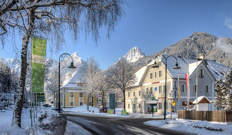 Hinterstoder Gemeindehaus Winter (© TVB Pyhrn-Priel/Bruno Sulzbacher)