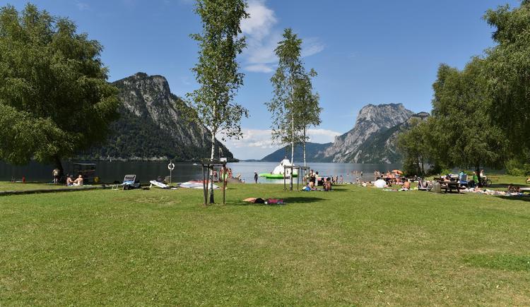 Liegewiese am See (© Tourismusbüro Ebensee)