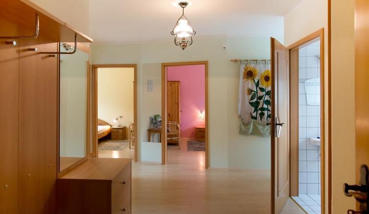 Blick von Eingangstür in die Wohnung (© Privat)