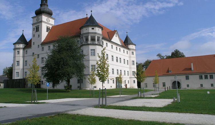 Lern- und Gedenkort Schloss Hartheim Sommer (© Lern- und Gedenkort Schloss Hartheim)