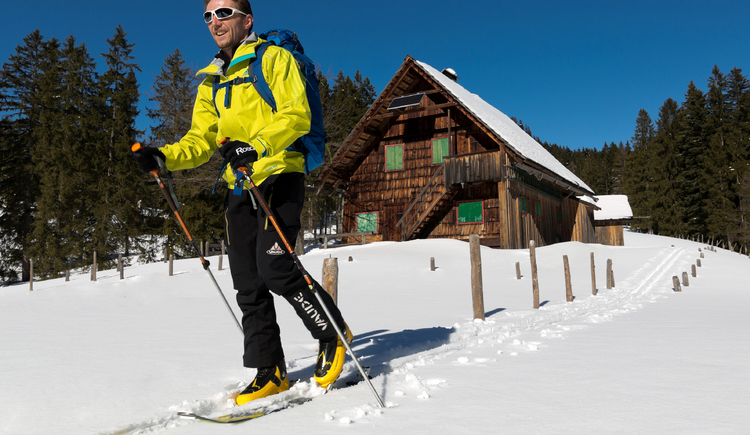 Enjoy cross-country skiing on the high-altitude trail at the Predigstuhl in Bad Goisern
