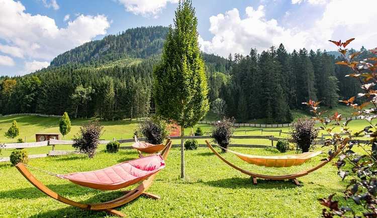 Our hammocks invite you to relax. (© Vitalhotel Gosau)