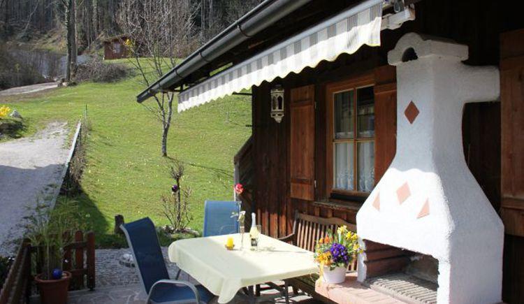 Ferienhaus Terrasse mit Wiese (© windhager)