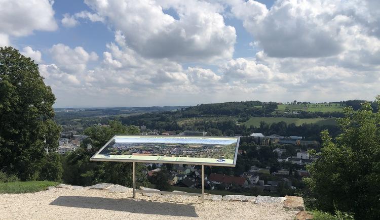 Magdalenaberg-Runde Panoramatafel (© Urlaubsregion Vitalwelt Bad Schallerbach / Sarah Holzer)
