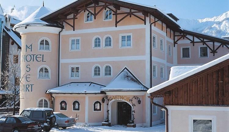 Außenansicht im Winter vom Hotel Moserwirt. (© Hotel Moserwirt)