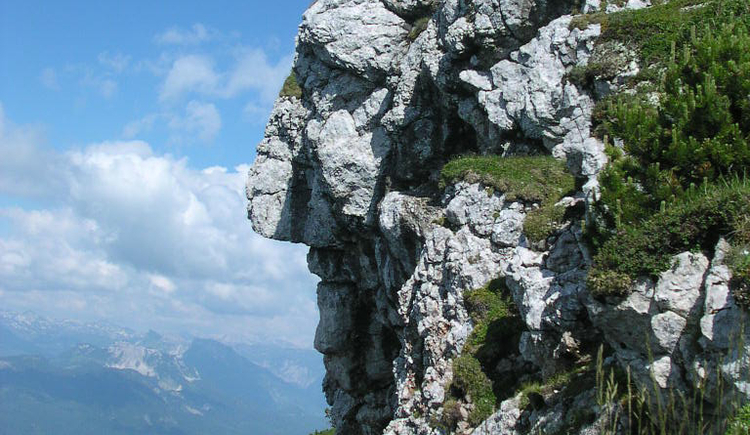 Der Fels vor dem Gipfel des Hohen Kalmberges sieht aus wie ein Indianerkopf. Dieser Glücksplatz gibt dir Kraft und Energie für den Alltag.