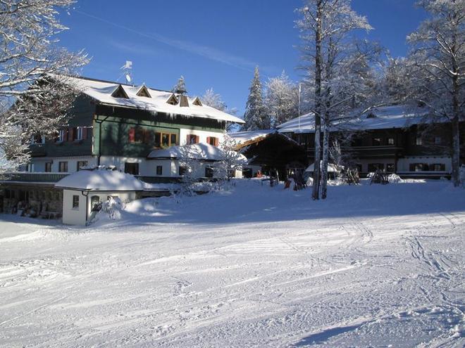Hochberghaus im Winter (© Hochberghaus)