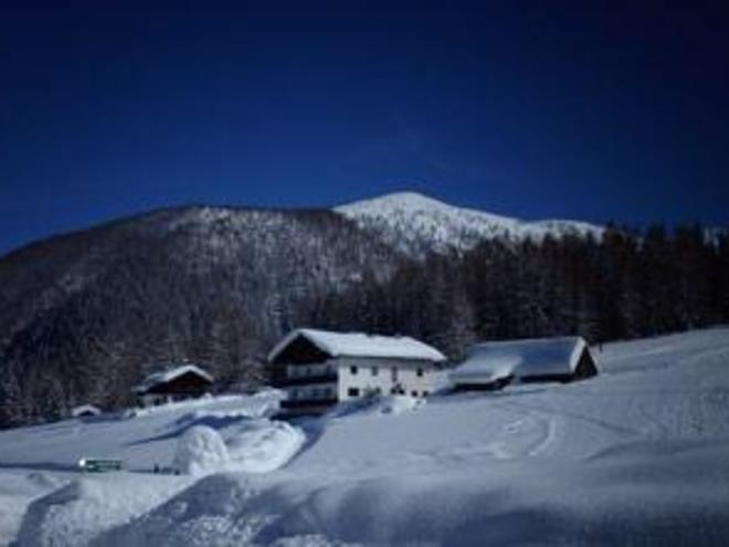 Schutzhütte Edtbauernalm im Winter (© Edtbauernalm)
