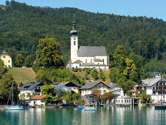 Wallfahrtskirche Maria Attersee im Ort Attersee (© Tourismusverband Attersee-Attergau, Klaus Costadedoi)