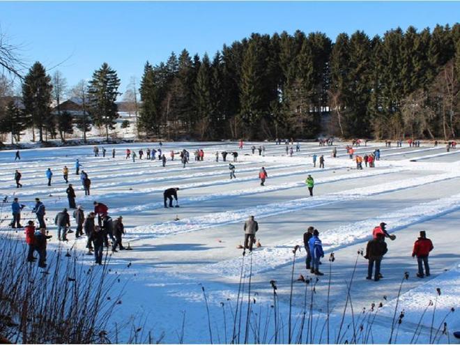 Eisstockschießen beim Seewirt (© www.boehmerwaldcamp.at)
