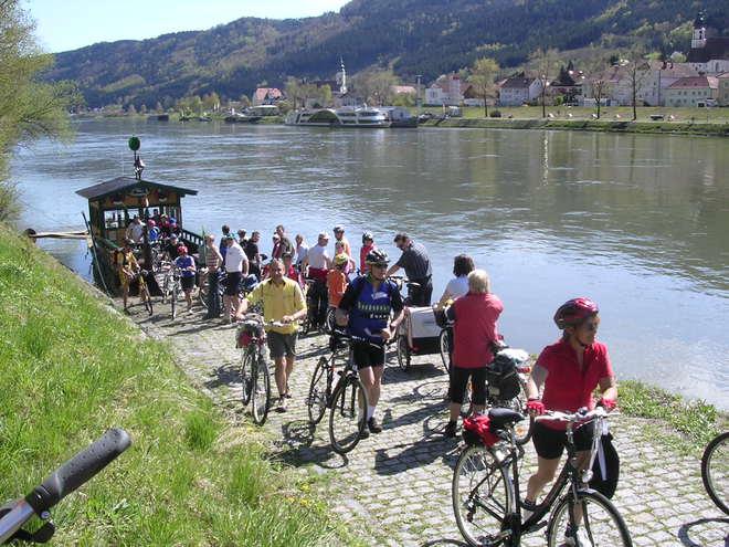 Radfahren an der Donau (© tvezell)