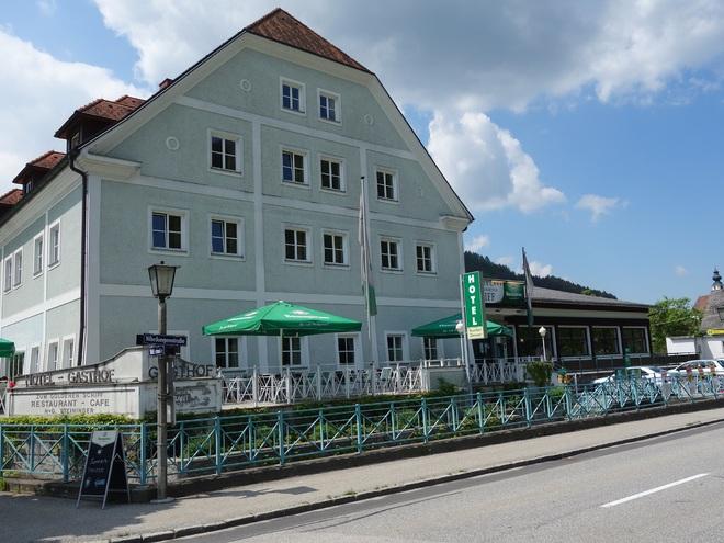 Hotel mit Donauterrasse (© Marktgemeinde)