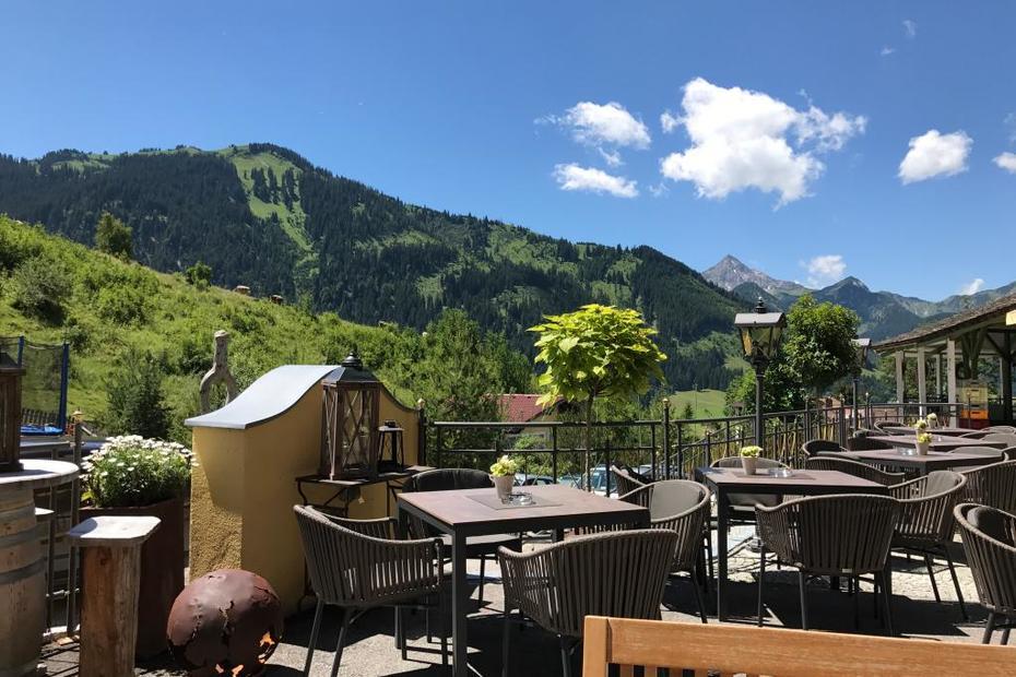 Restaurant mit Sonnenterrasse