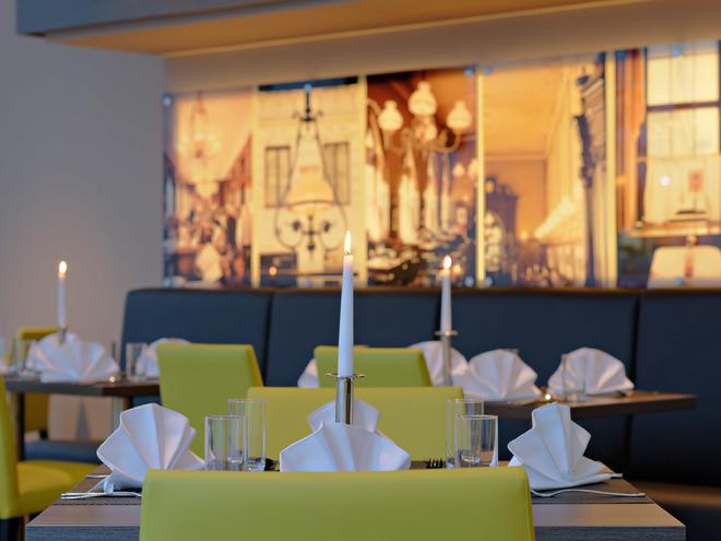 SQUARE - Cafe, Bar, Lounge, Restaurant