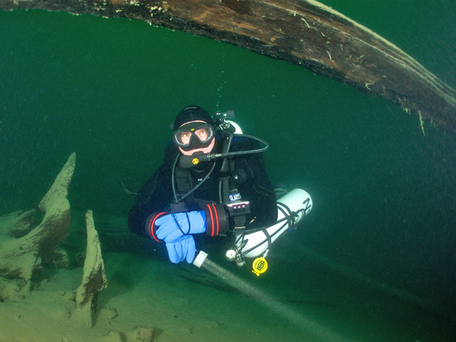 Dive like a mermaid in Lake Attersee