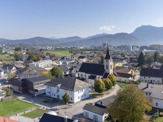 Pinsdorf Ortsaufnahme mit Kirche (© TTG Tourismus Technologie)