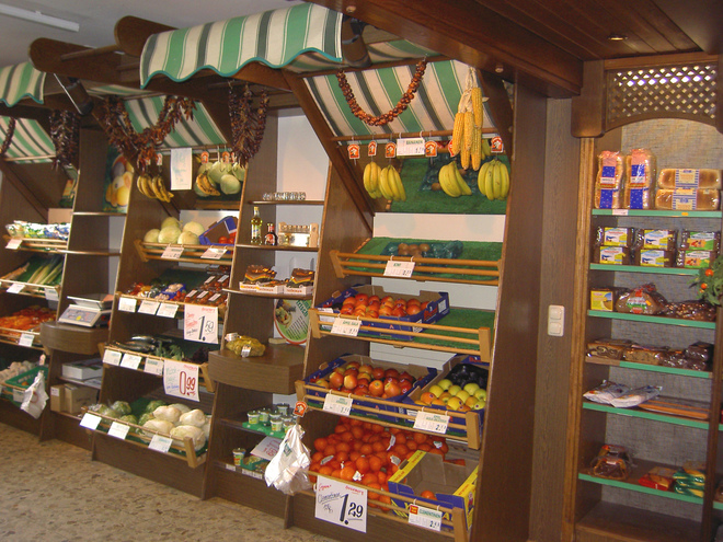 Grocery & Traditional Clothing Shop Huber