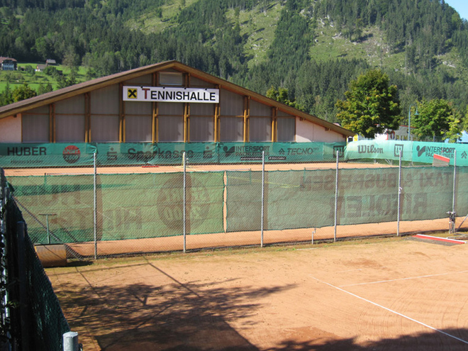 Indoor and outdoor tennis courts with sand Hinterstoder
