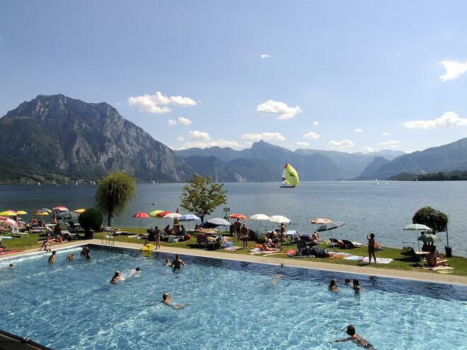 solar energy beach club / open air pool Altmünster