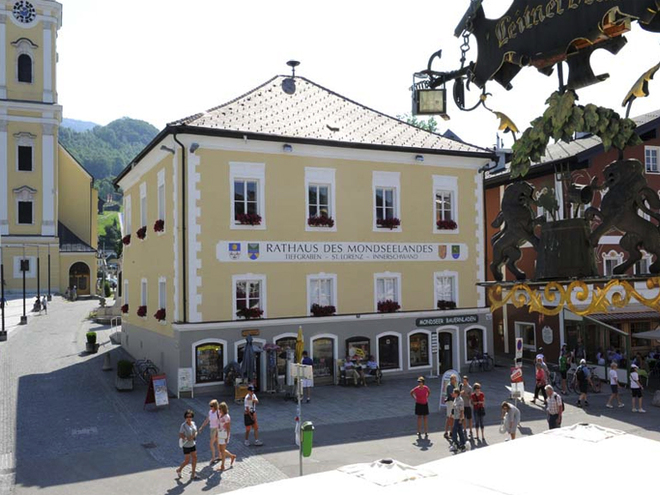 official building from the community Tiefgraben, St.Lorenz and Innerschwand