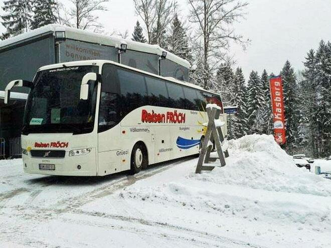 ski shuttle bus to the family ski resort Kasberg in the Almtal