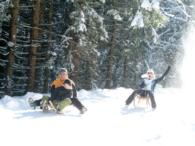 Winterwanderweg am Fuße des Faistenauer Schafbergs