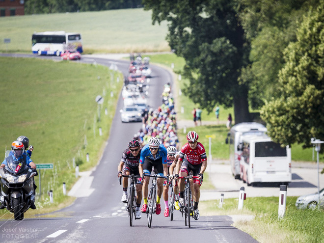 On the tracks of the professional cyclists