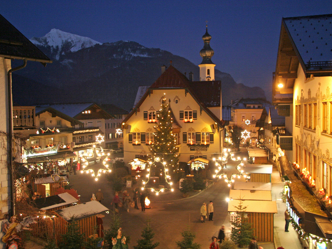 Small New Year's Eve Market at Lake Wolfgangsee