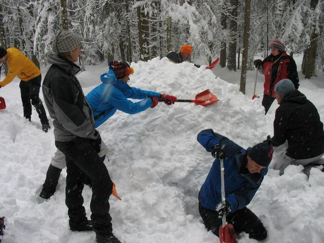 Guided snow show hiking tour with building an igloo