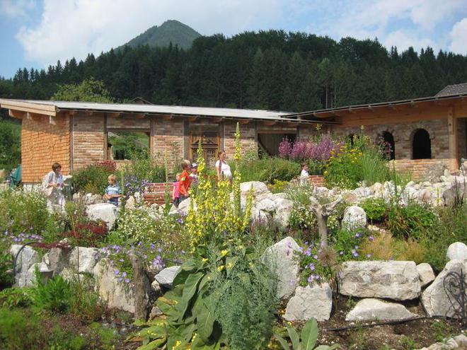 Visit the herb garden of the Oberhinteregg farm